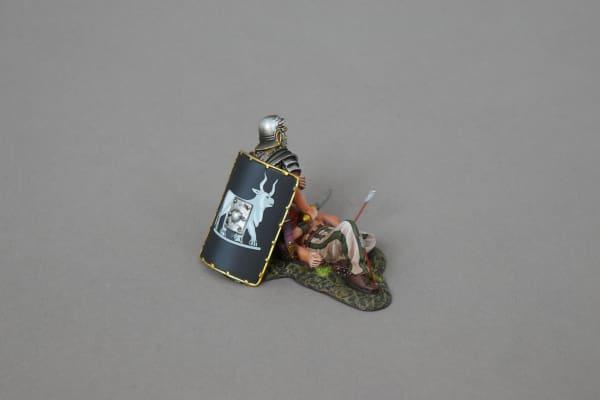 ROM116B Injured Legionnaire (9th black shield)