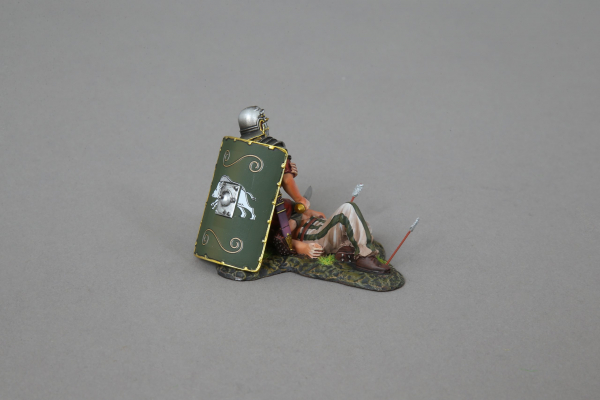 ROM116C Injured Legionnaire (19th green shield)