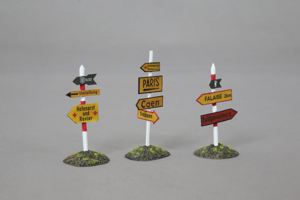 ANNOFF016 German Road signs with German Officers