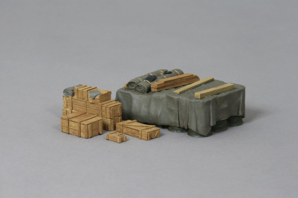 ACC PACK 053B Fuel Barrels With Tarpaulin Covered Set (no decals)