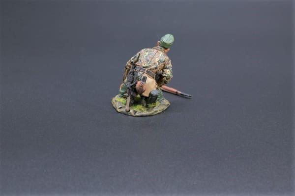 SS088 Kneeling Gunner