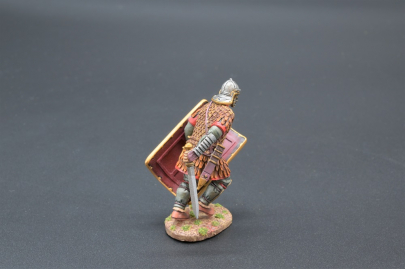 ROM072B Charging Legionnaire in Scale Armour (30th Legion)