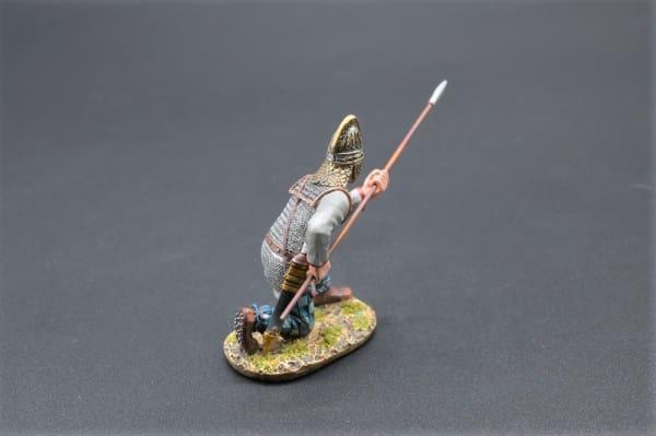 ROMEN008 Kneeling Dacian