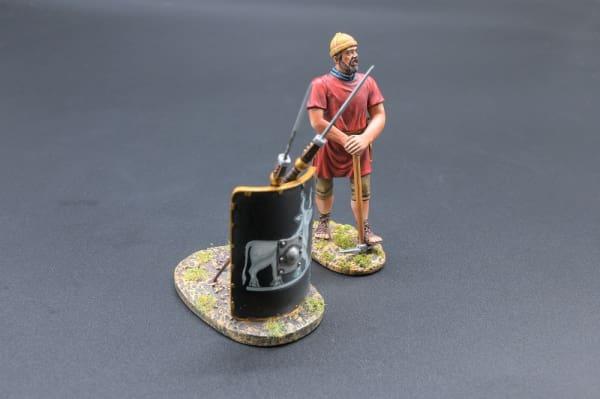 ROM085C Legionnaire with Pick Axe (9th Legion)