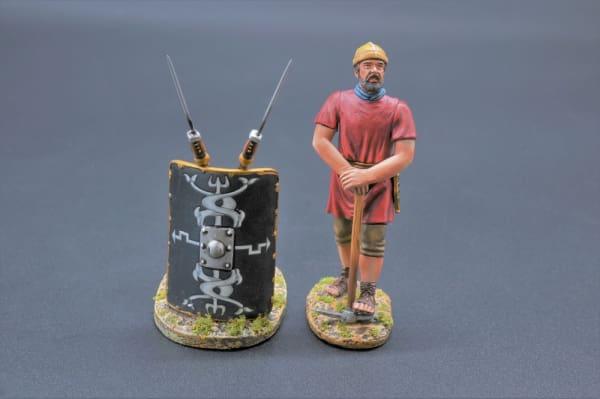 ROM085B Legionnaire with Pick Axe (30th Legion)