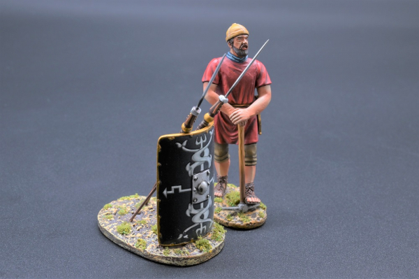 ROM085B Legionnaire with Pick Axe (30th Legion)