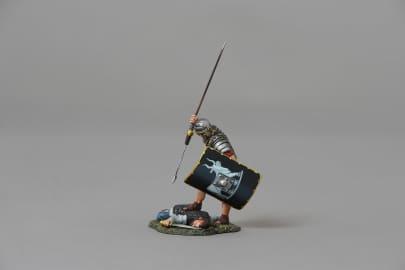 ROM117B Legionnaire Applying Coupe De Grace (9th black shield)